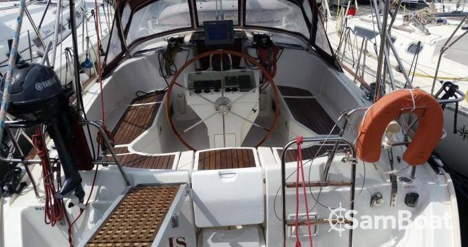Rental Sailboat in Athens - Bénéteau Oceanis 411 Clipper