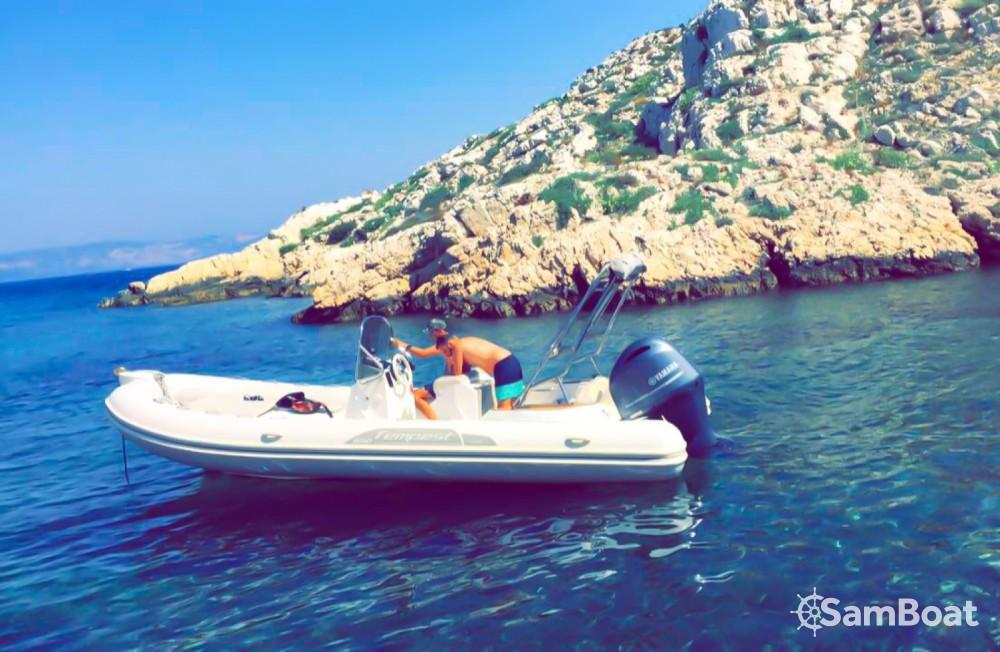 Louer Semi-rigide avec ou sans skipper Capelli à Marseille
