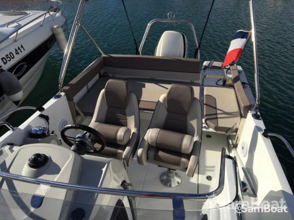 Location yacht à Six-Fours-les-Plages - Jeanneau Cap Camarat 7.55 WA sur SamBoat