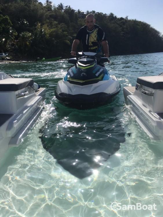 Louer Bateau à moteur avec ou sans skipper Sealver à Ducos