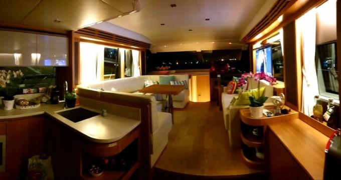 Louer Bateau à moteur avec ou sans skipper Absolute Yachts à Hyères