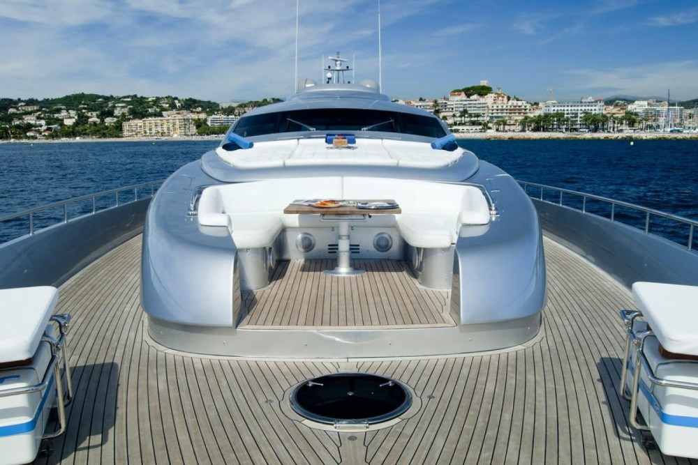 Location bateau Pershing Pershing 116 à Cannes sur Samboat