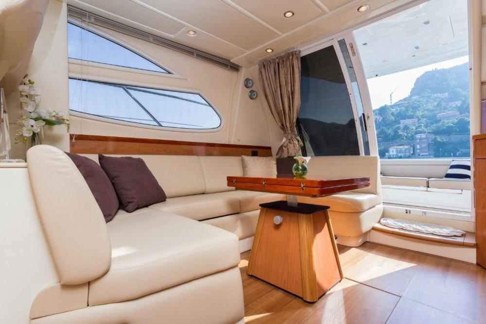Louer Yacht avec ou sans skipper Sealine à Antibes