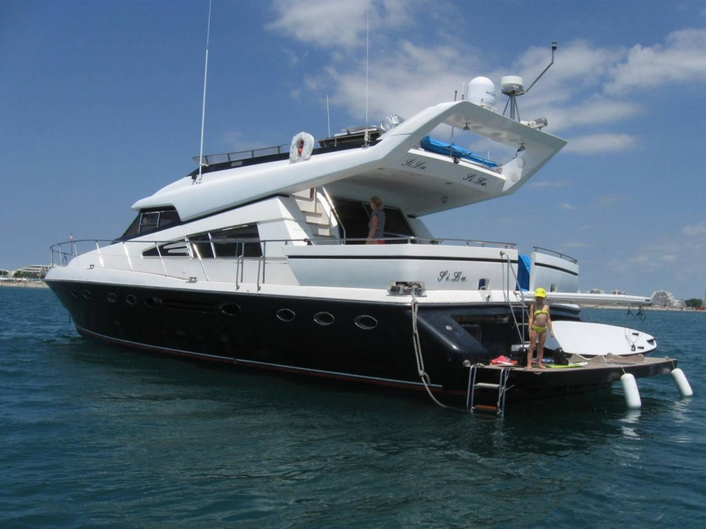 Rent a Johnson Johnson 65 Saint-Tropez