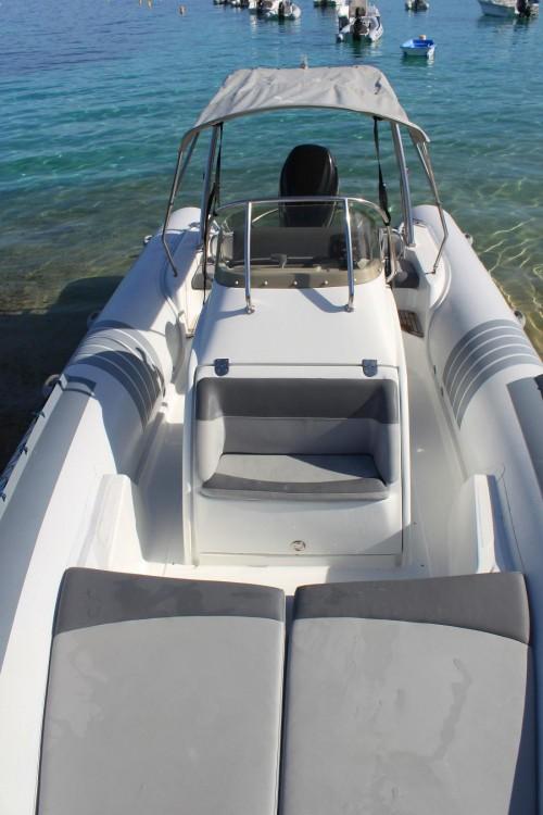 Louer Semi-rigide avec ou sans skipper Lomac à Pietrosella