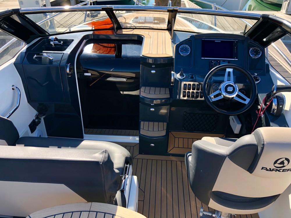 Louer Bateau à moteur avec ou sans skipper Parker à La Rochelle
