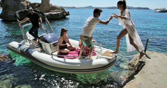 Alquiler Neumática Grand Boats con título de navegación