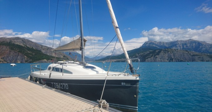 Sailboat for rent Rousset at the best price