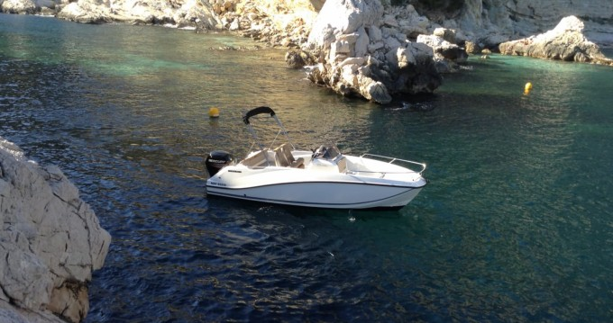 Louer Bateau à moteur avec ou sans skipper Quicksilver à Toulon