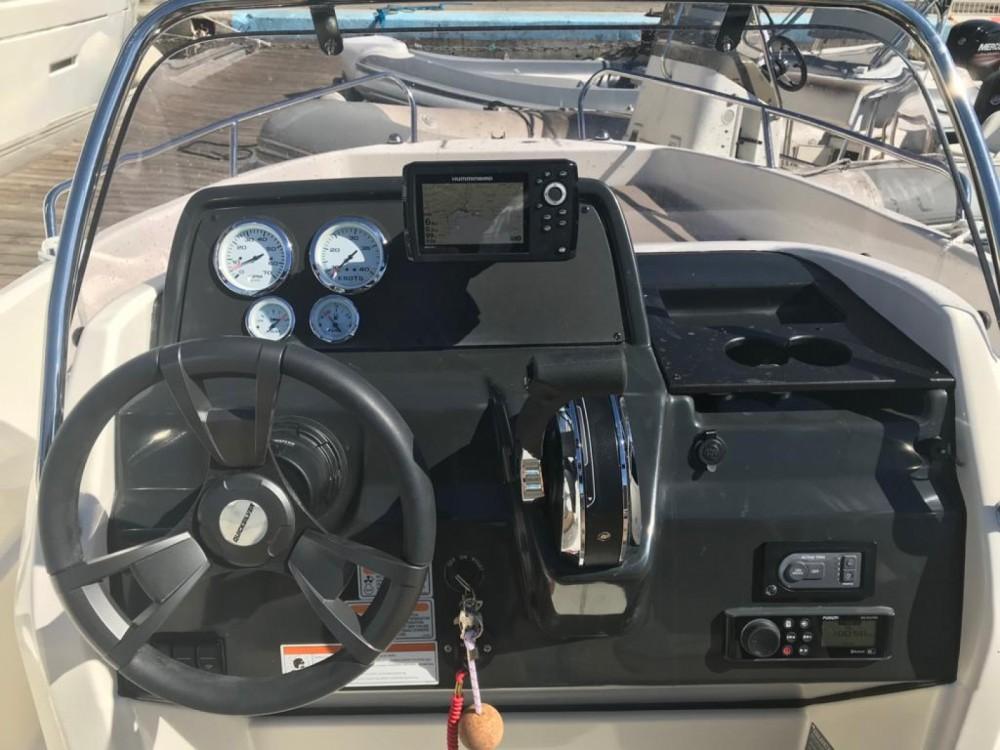 Location bateau Quicksilver Activ 555 Open Edition Smart à Toulon sur Samboat