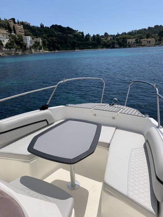 Louer Bateau à moteur avec ou sans skipper Karnic à Èze