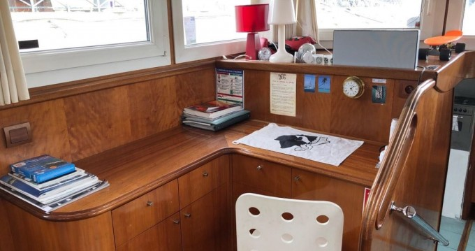 Alquiler Casa flotante Unique con título de navegación