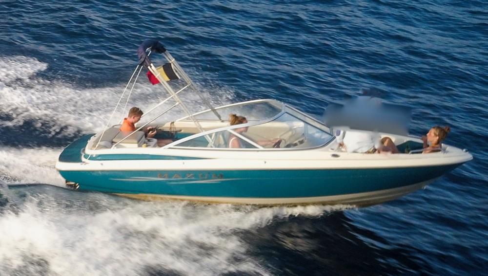 Location bateau Mandelieu-la-Napoule pas cher Maxum 1900 SR
