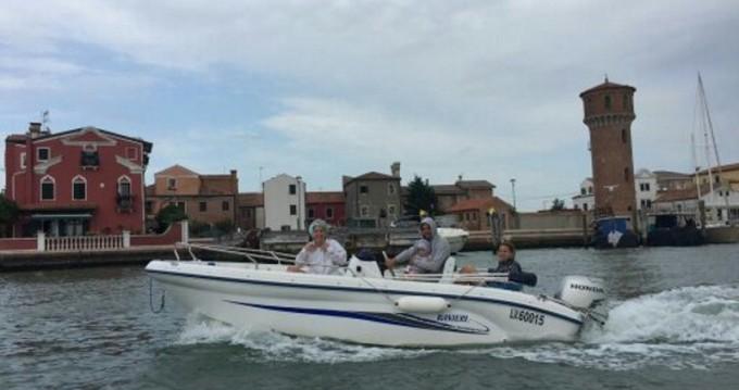 Bateau à moteur à louer à Venezia au meilleur prix