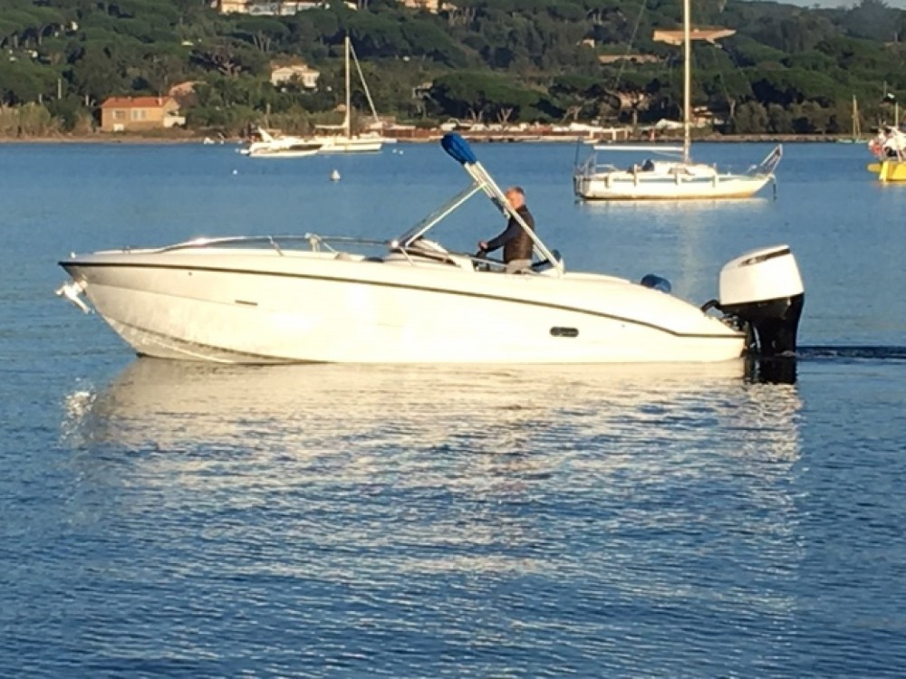 Motor boat for rent Saint-Tropez at the best price