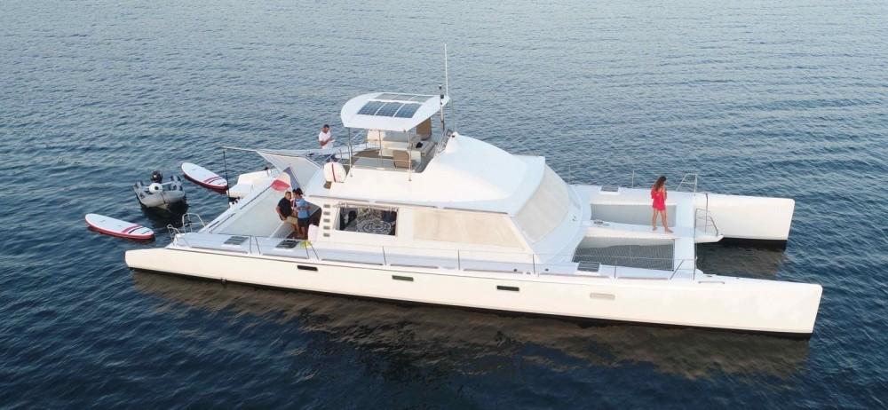 Ein Catamaran Modèle unique mieten in Cogolin