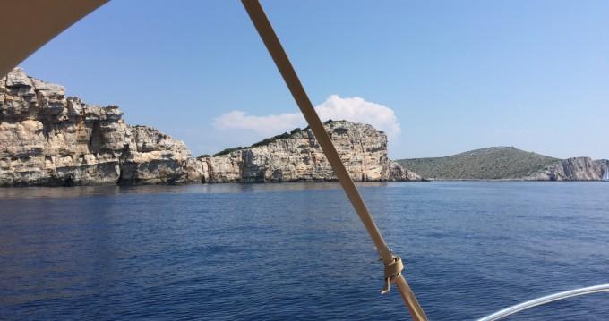 Louer Bateau à moteur avec ou sans skipper Sessa Marine à Ugljan