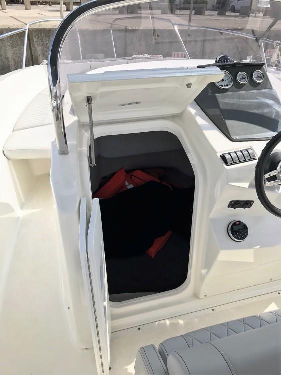 Louer Bateau à moteur avec ou sans skipper Karnic à Barcelone