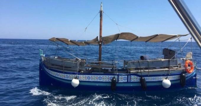 Location bateau San Ġiljan pas cher Luzzu