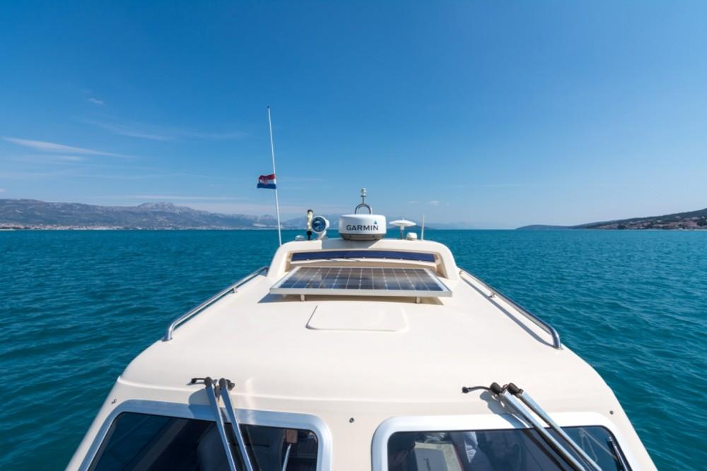 Noleggio barche Damor Fjera 980 Traù su Samboat