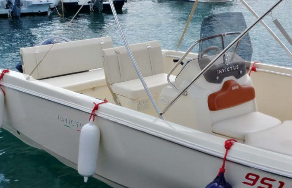 noleggio Barca a motore Traù - Invictus  FX 190