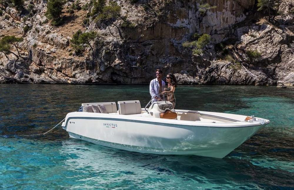 Barca a motore a noleggio Traù al miglior prezzo