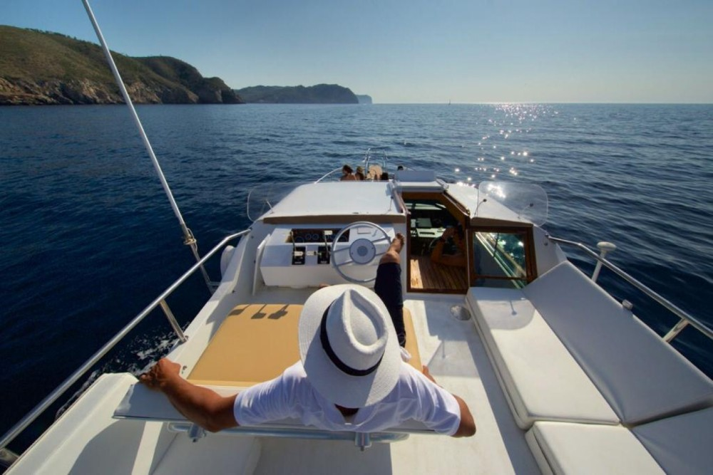 Yacht for rent Portinatx at the best price