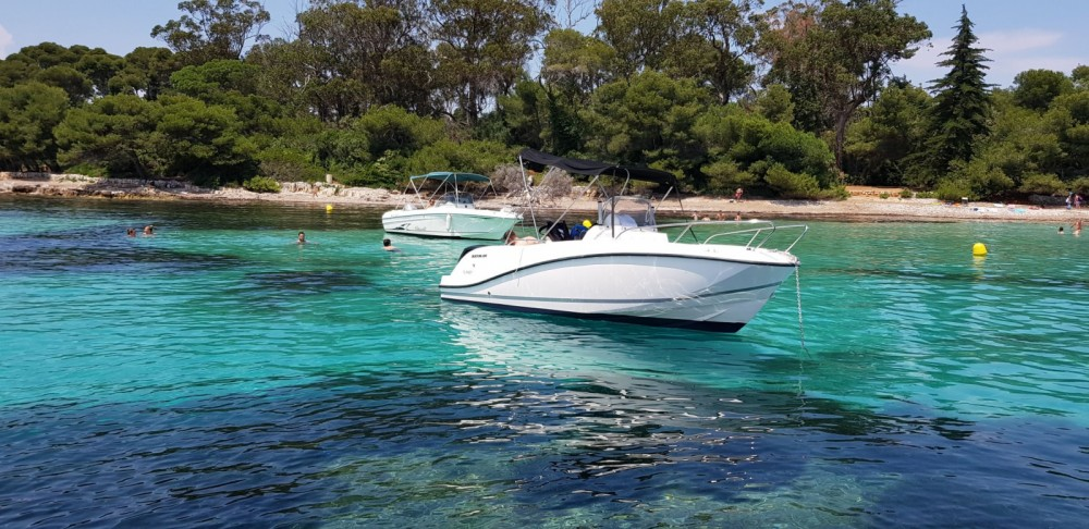 Louer Bateau à moteur avec ou sans skipper Quicksilver à Mandelieu-La Napoule