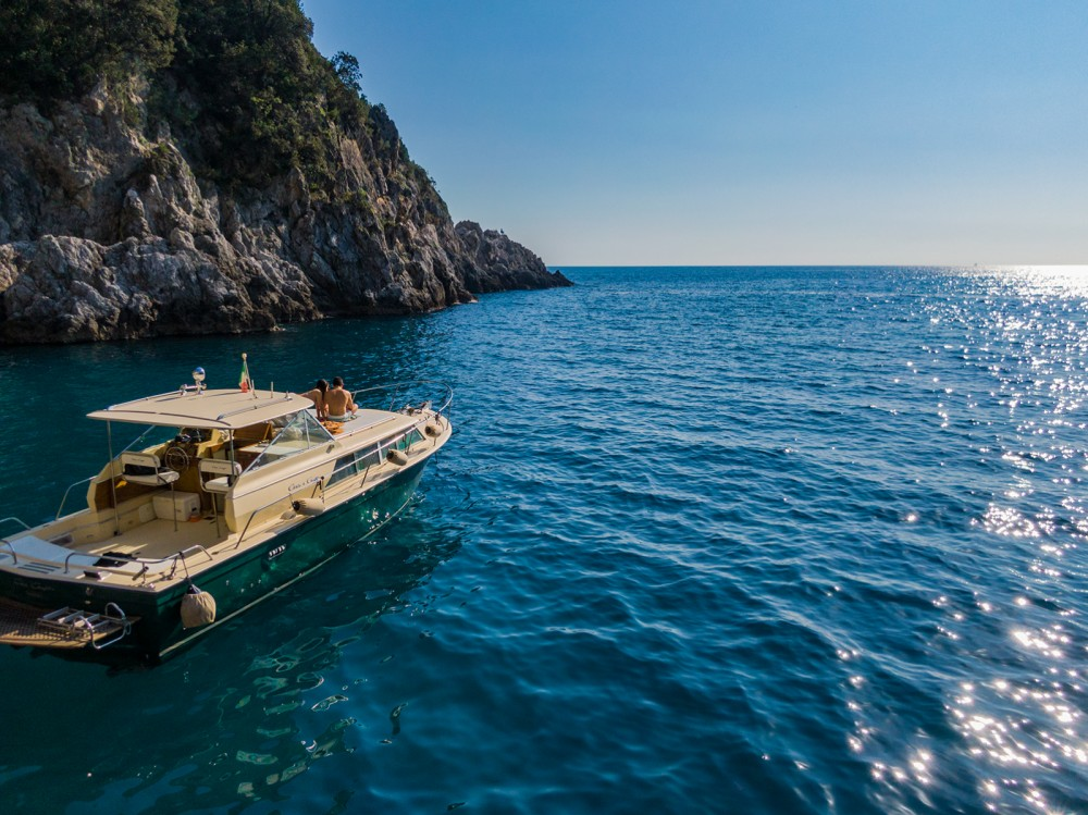 Motor boat for rent Positano at the best price