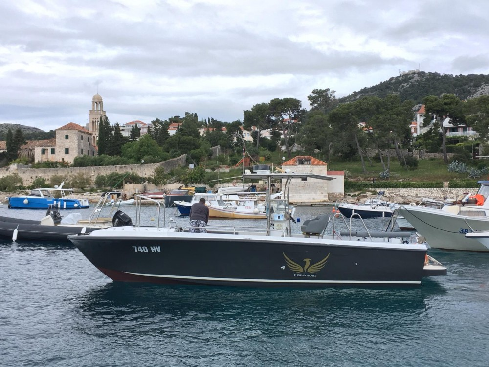Huur Motorboot met of zonder schipper Phoenix in Hvar