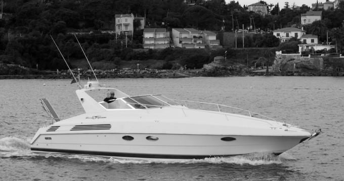 Louer Bateau à moteur avec ou sans skipper Riva à Mandelieu-la-Napoule