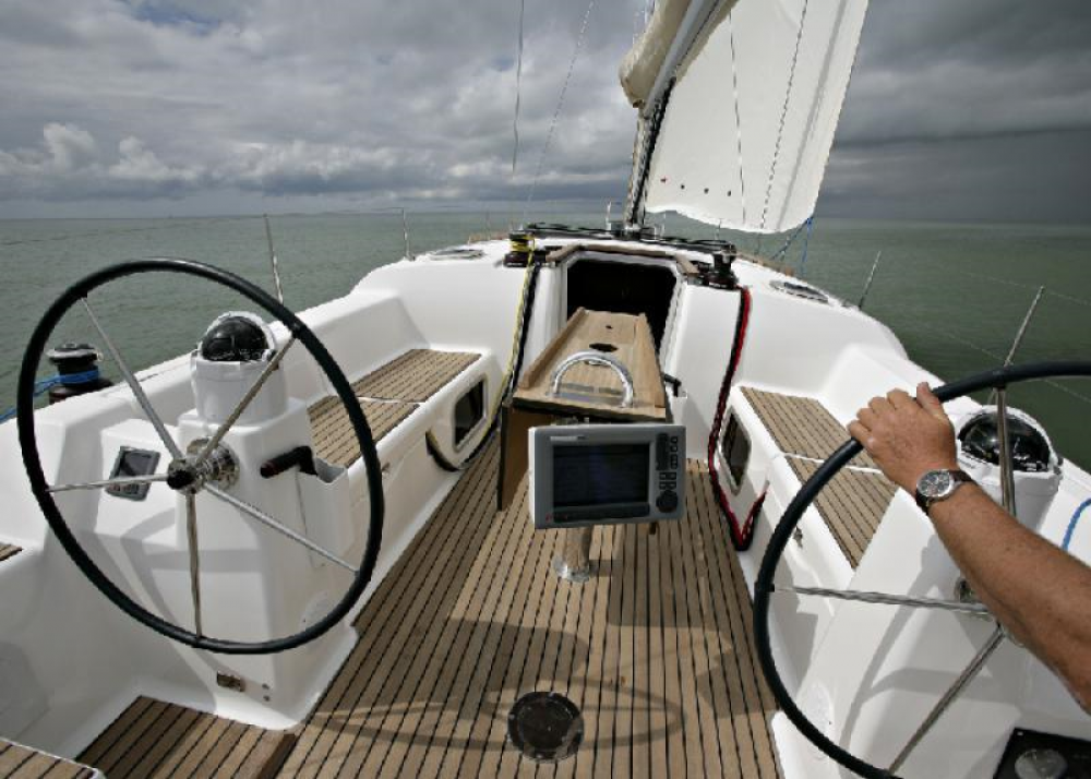 Hire Sailboat with or without skipper Dufour Hyères