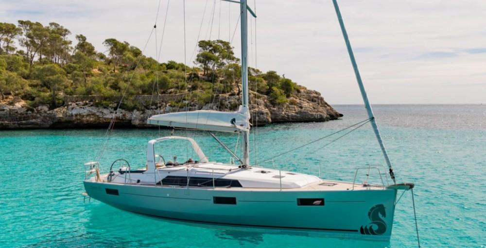 Rental Sailboat in Hyères - Bénéteau Oceanis 41.1