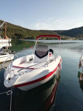 Louer Bateau à moteur avec ou sans skipper Salmeri à Vinišće