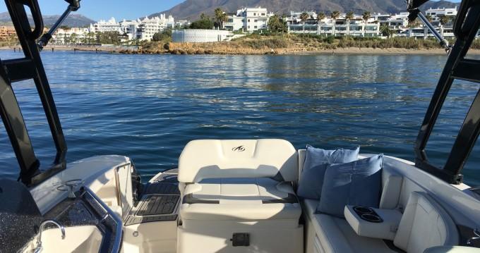 Louer Bateau à moteur avec ou sans skipper Monterey à Estepona