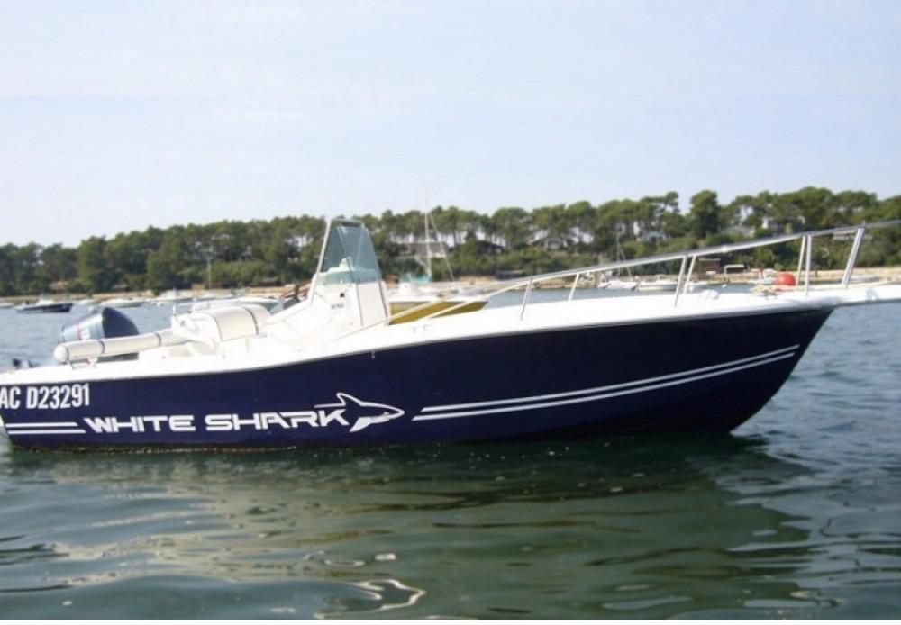 Boat rental White Shark White Shark 215 in Lège-Cap-Ferret on Samboat