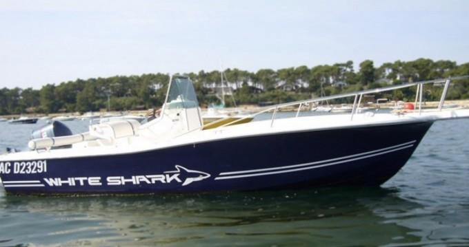 Louer Bateau à moteur avec ou sans skipper White Shark à Lège-Cap-Ferret