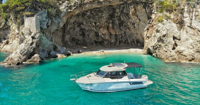 Hire Motor boat with or without skipper Jeanneau Cavtat