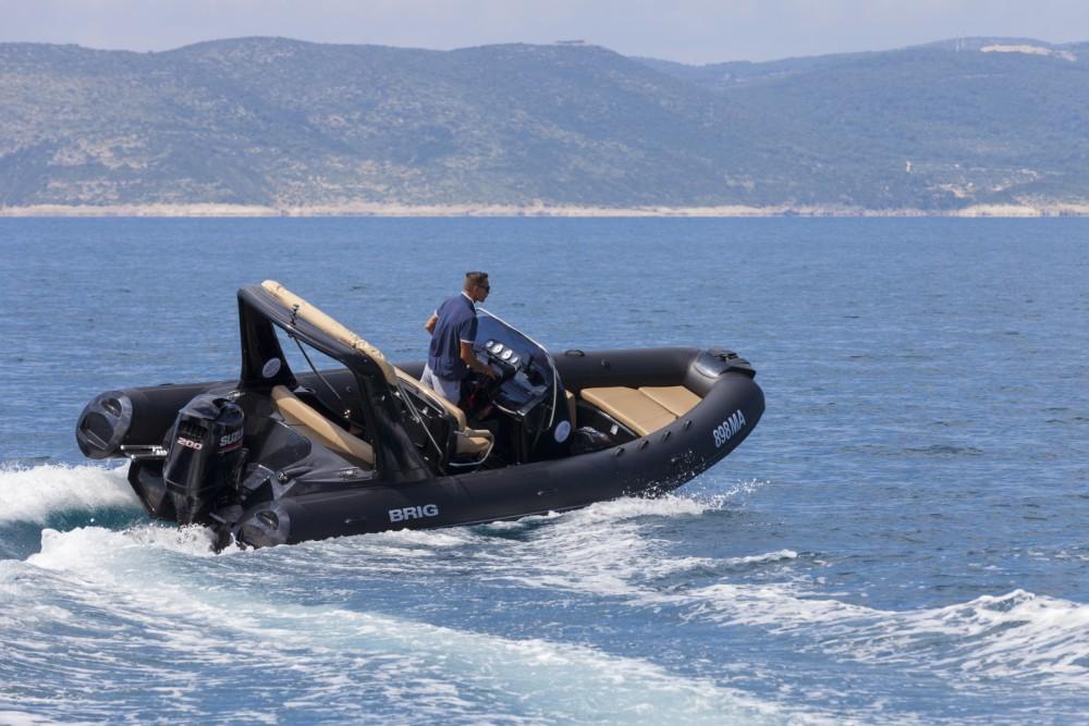 Louer Semi-rigide avec ou sans skipper Brig à Brela
