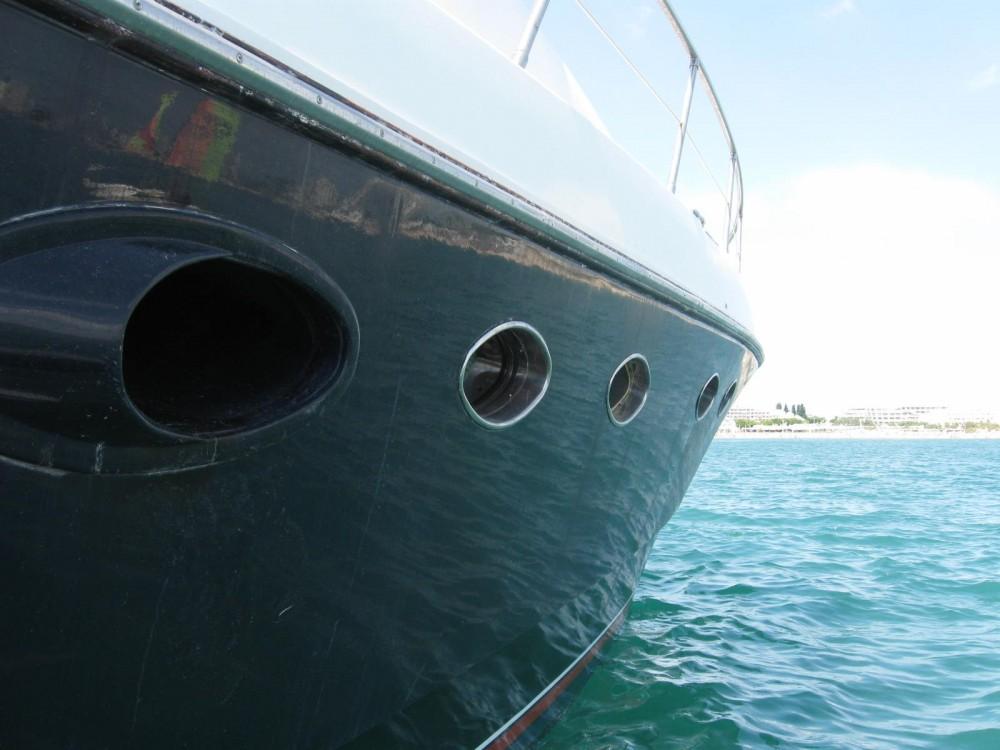 Location bateau Hyères pas cher Johnson 65