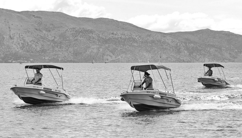Rental Motor boat tropeas  with a permit