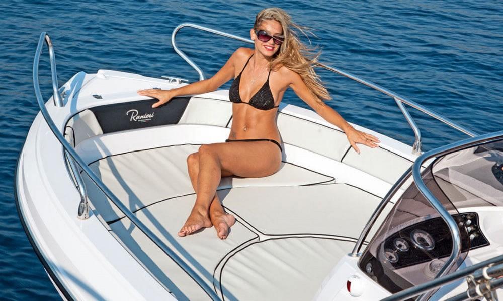 Rental Motor boat in Croatia - Ranieri Voyager 19