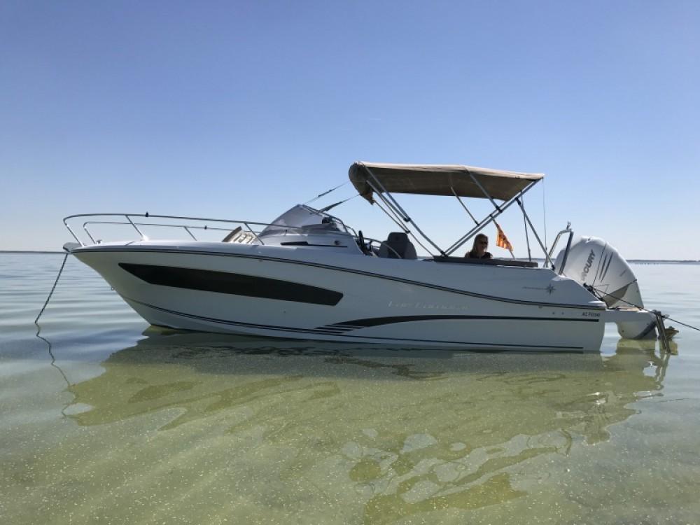Rental Motor boat Jeanneau with a permit
