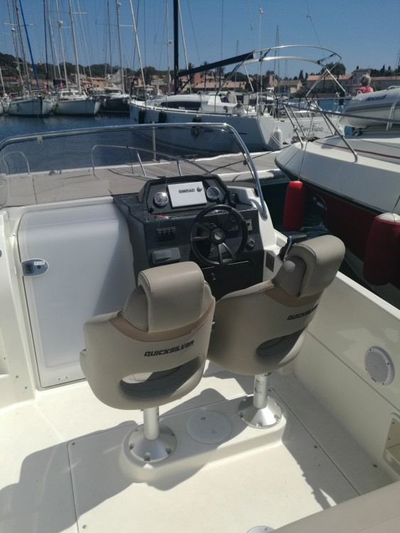 Quicksilver Activ 675 Sundeck between personal and professional Hyères