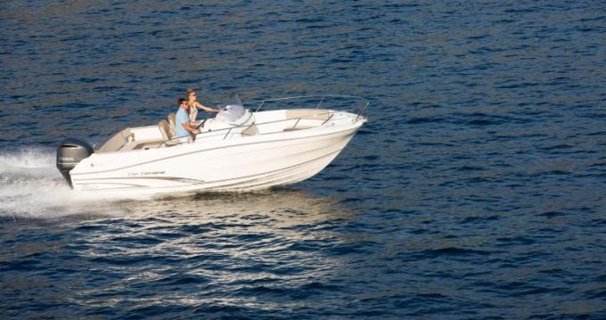Location bateau Jeanneau Cap Camarat 7.5 CC Style à Le Grau-du-Roi sur Samboat