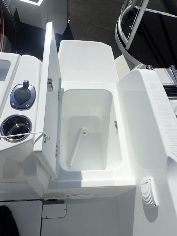 Hire Motor boat with or without skipper Bénéteau La Trinité-sur-Mer