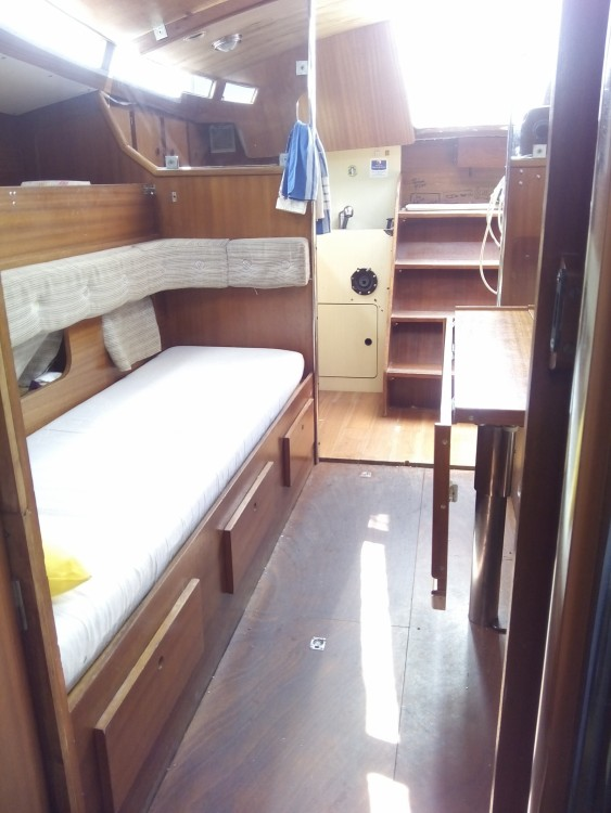 Hire Sailboat with or without skipper Jeanneau Port des Sablons