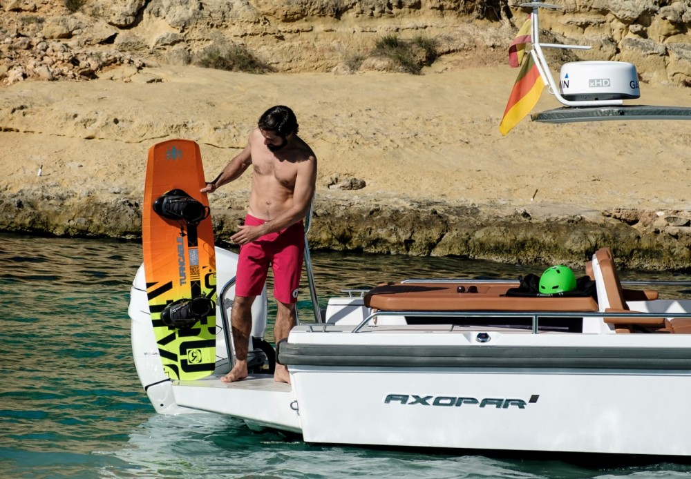 Motor boat for rent Castelló d'Empúries at the best price