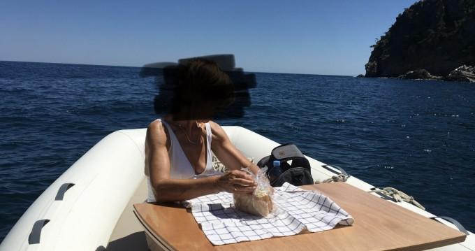Louer Semi-rigide avec ou sans skipper Capelli à Palafrugell