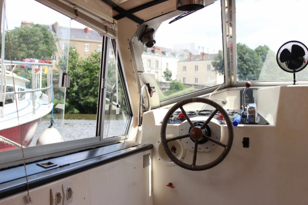 Rental Houseboat in Nantes - Connoisseur C1135